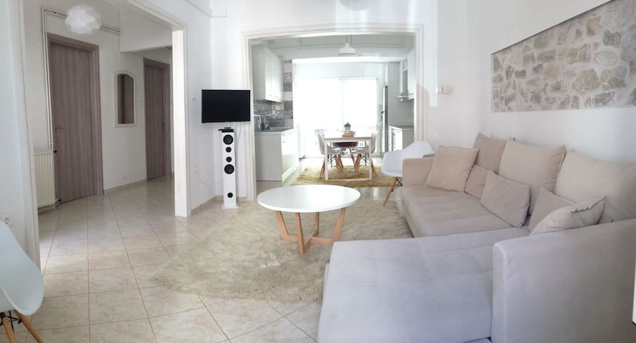 Renovated, side to side, ground floor apart 85m2 - Nafpaktos - Appartement