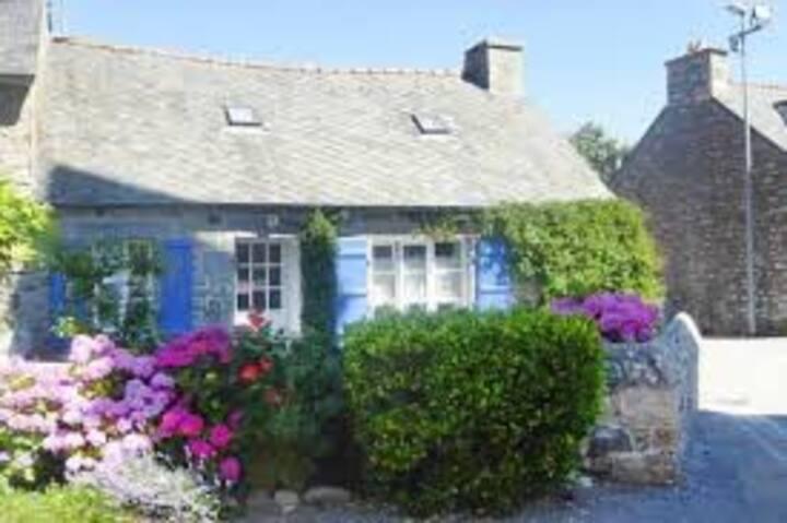 Chaleureuse maison bretonne près de la mer
