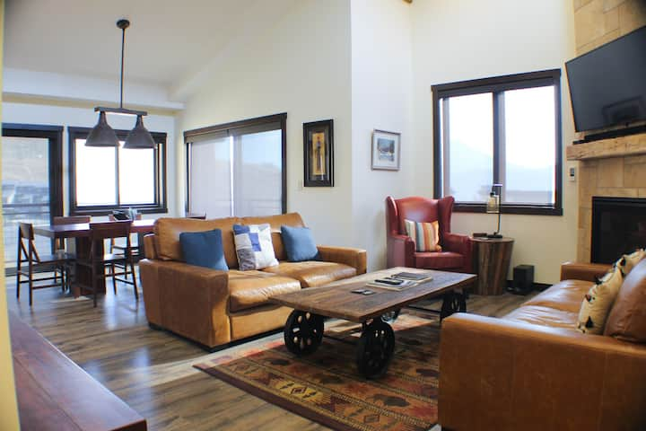 NEW! Penthouse Views, Garage for Toys, Luxury at the Base Area with Hot Tub!