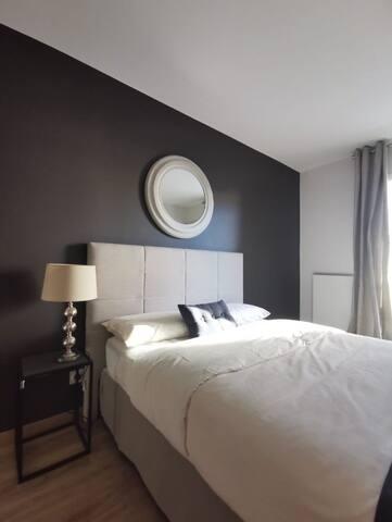 Moillesulaz : Chambre Lit Double avec Balcon Privé