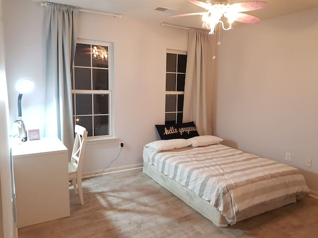 Private bedroom near Potomac Mills Mall