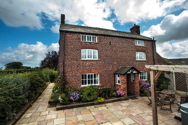Holiday House - Cheshire