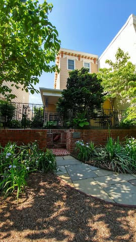 3rd & A Apt 1 Great Location 2 blocks to Capitol - Washington - Apartment