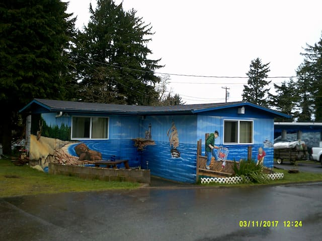 Mural cabin on the coast - Coos Bay - Cottage