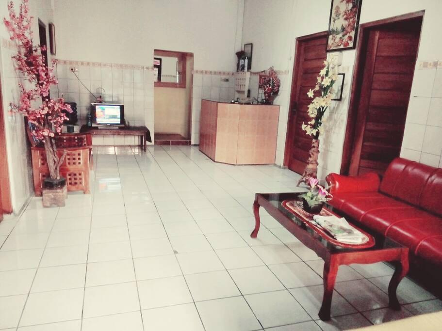 Receptionist & Lobby
