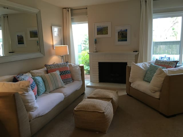 Amazing Location! Across from beach! Pool! Bikes! - Del Mar - Apartment