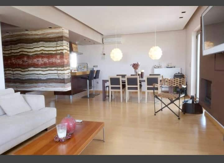 Airy apartment next to Olympic Stadium for 4