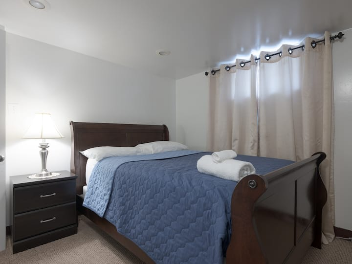 Comfy and private room minutes from Baltimore/BWI