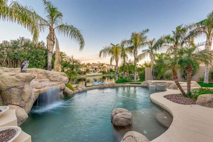 On The Water In Ocotillo! 4 Bedroom with Pool, Spa & A Paddle Boat.