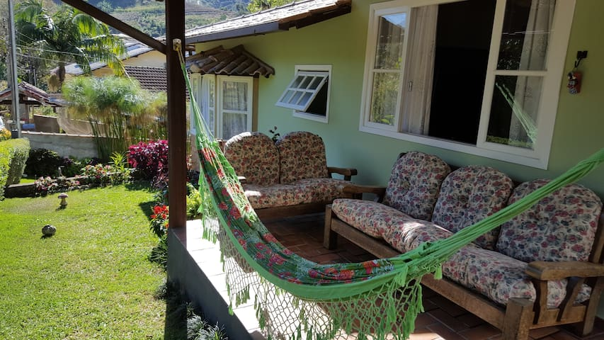Um bom lugar para ler e descansar olhando para natureza.