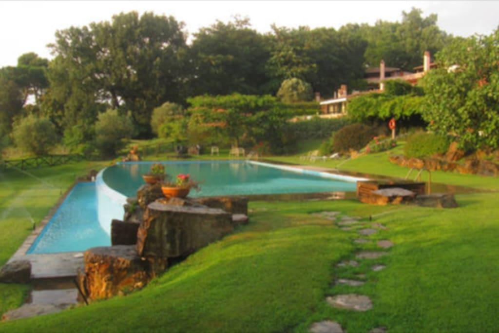 la panoramica piscina condominiale