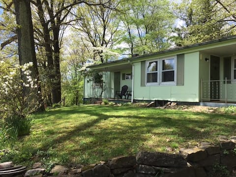 Cozy Rustic Secluded Bungalow EastonPA/Upper Bucks