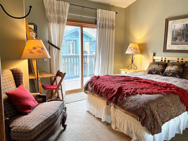 Split Queen upstairs master with private balcony with view of Mammoth Mountain, writing desk and reading chair