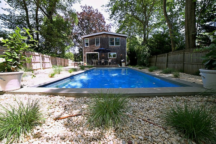Bridgehampton Home Heated Pool & Gourmet Kitchen
