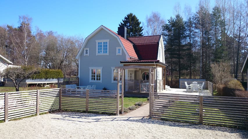 Hus uthyres under Tjejvättern/Halvvättern - Motala - Villa