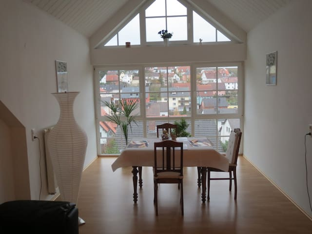 Neu! Schöne Ferienwohnung mit Flair - Eisingen - Appartamento