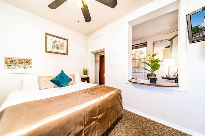 Comfortable Escape in Historic French Quarter #9