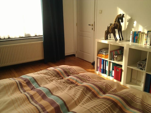 Nice room with a private bathroom in the EU center - Etterbeek - Huis