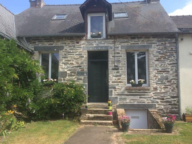Maison calme en campagne avec deux chambre - La Gacilly - บ้าน