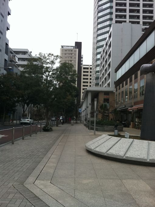 Shirogane Takanawa Station No. 4 mouth, shopping street (Starbucks Cafe etc) 白金高輪駅4号口、商店街(有星巴咖啡等)