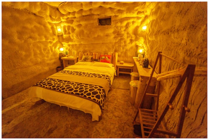 cave-style hostel-No.6 Double Room free pick-up