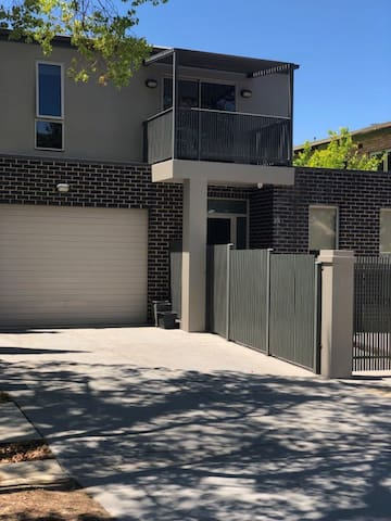 Central executive 4br townhouse 50m to dean street