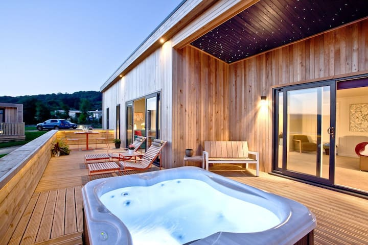 Batcombe Hollow - Luxury lodge with hot tub
