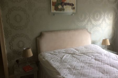 Cosy conveniently located oasis - Brentford - Bed & Breakfast