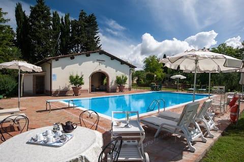 Beautiful villa: swimming pool, patio, 3 bedrooms