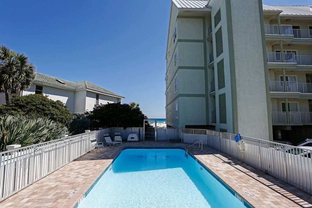 This condo for 4 has a refreshing community pool!
