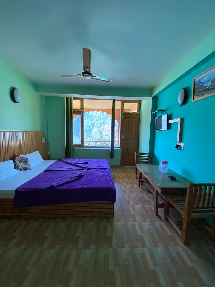 Spacious Private Bedroom at Chanderlata Cottages