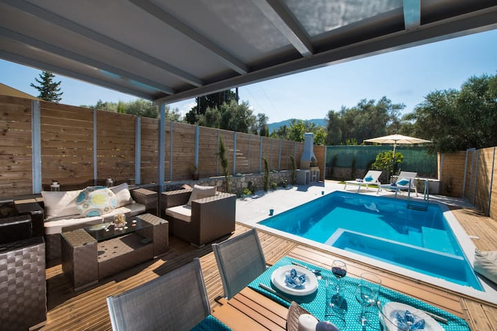 LEFKAS VILLAS WITH PREVATE POOL