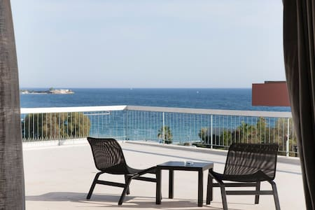 Penthouse with sea view & big veranda - Alimos