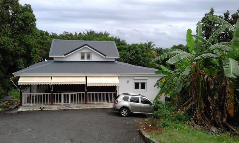 Agréable Villa F3 tout confort. - Goyave - Casa