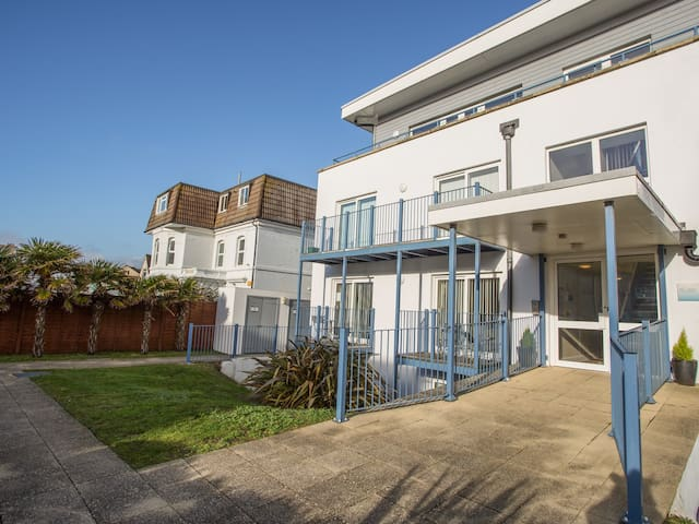 Blue Waters 8, SOUTHBOURNE