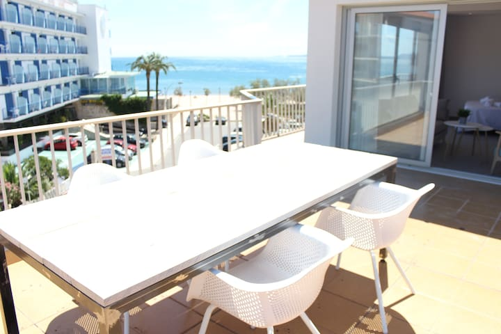 Beautiful loft, huge terrace overlooking the sea