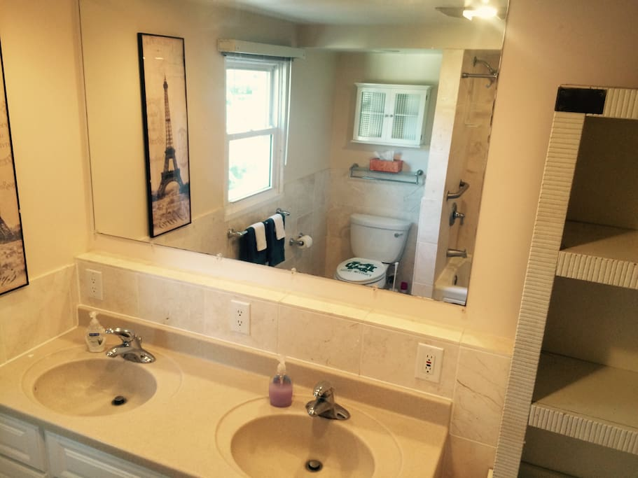Upstairs shared full bathroom