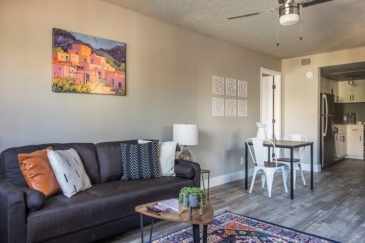 Trendy 1BR Apt near Downtown Tempe w/ Parking