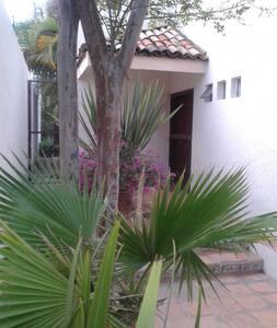Habitación, Colonia Las Fuentes - Zapopan