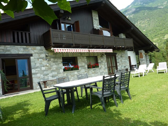 Apartment in chalet in Aosta Valley - Gignod - Apartamento