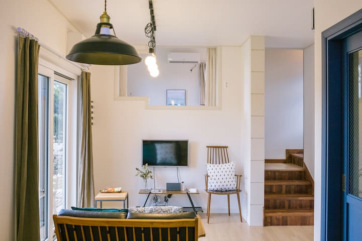 A pretty private house, 2 bedrooms & 2 bathrooms. - Aewol-eup, Jeju-si - Casa
