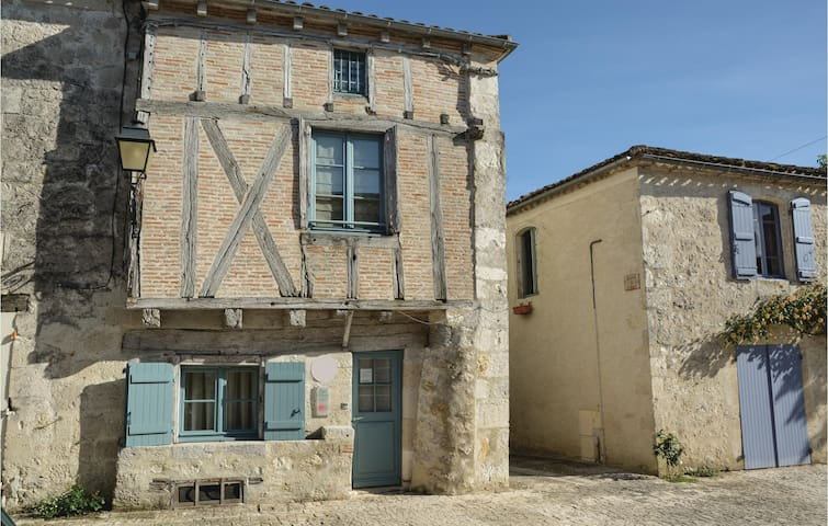 Semi-Detached with 2 bedrooms on 105m² in Montjoi