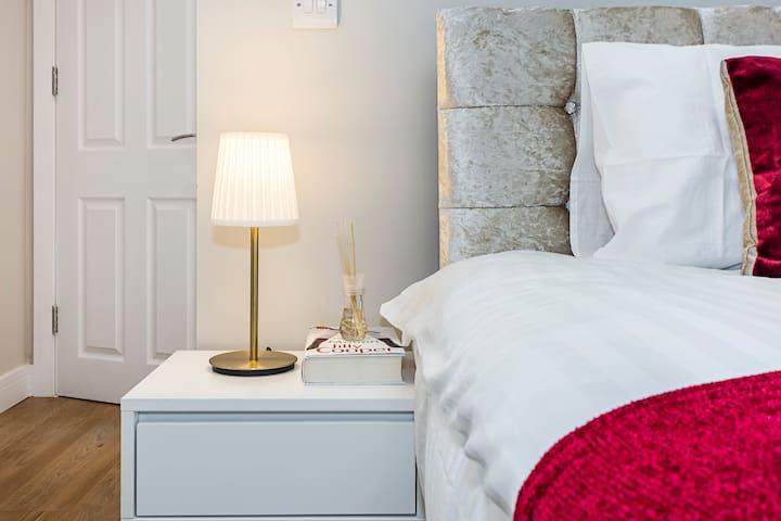 ☆2 bed En-Suite☆Family Friendly House☆ In room TV☆