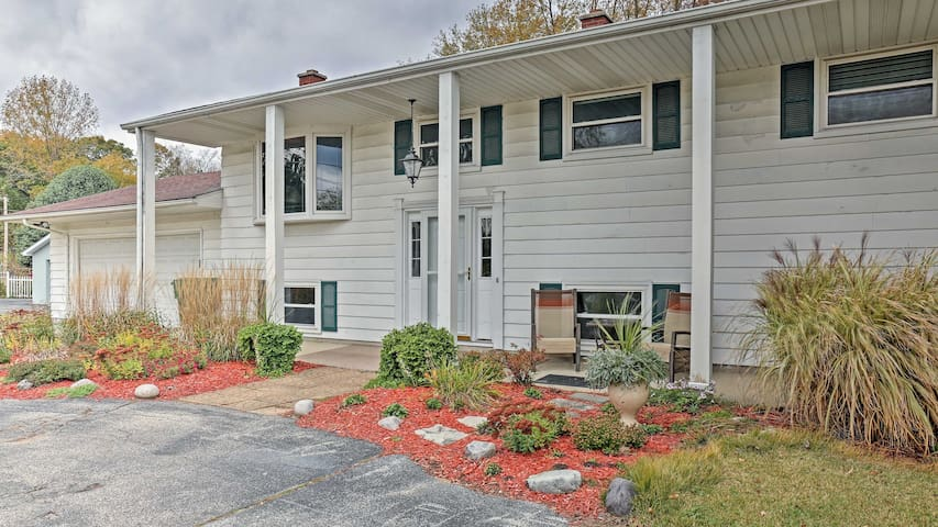 Charming Bay City House w/Deck -Walk to Lake Huron