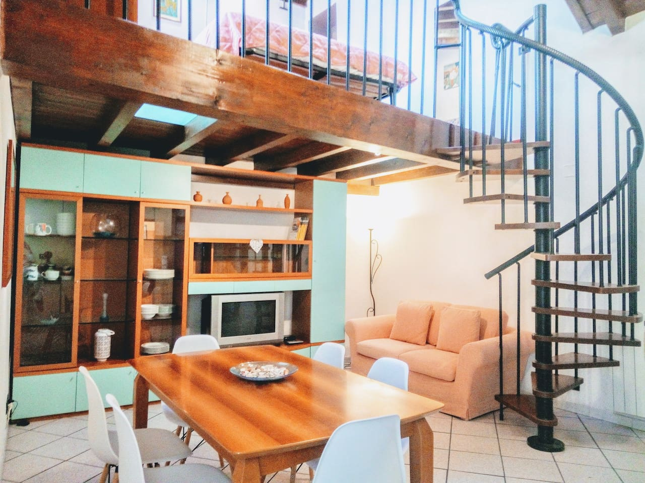 Welcome my guests !   This is the living room with dining table for six If you travel with babies cot and high- chair and wc reducer are available free of charge