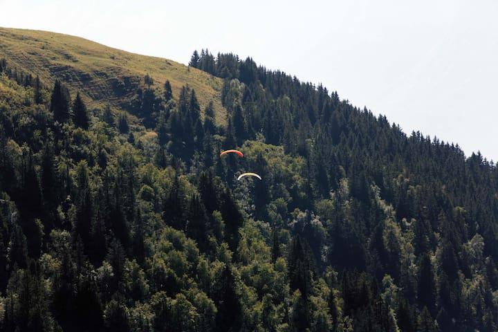 Vol en parapente depuis le décollage du Pré du Mollard