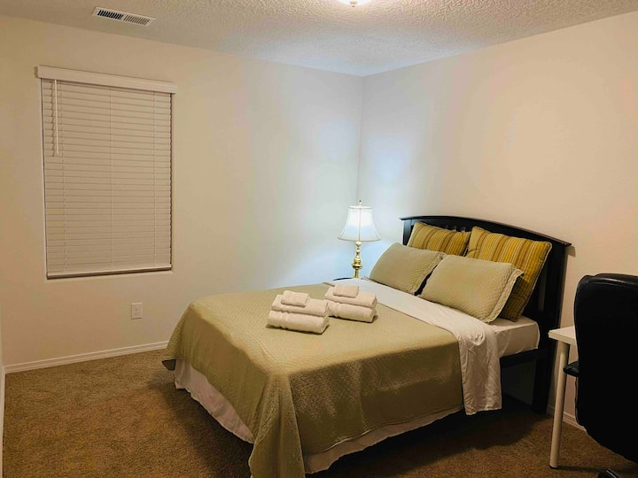 Clean & comfortable private room in a house