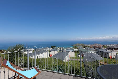 Seaview Apartment with Balcony, parking and wifi. - Saint Ives