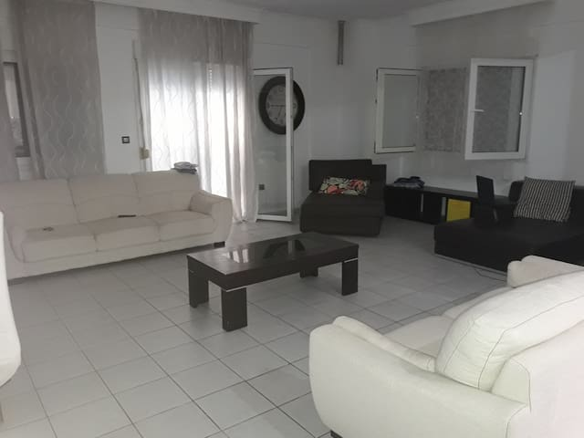 Large modern apartment in quiet area off the city