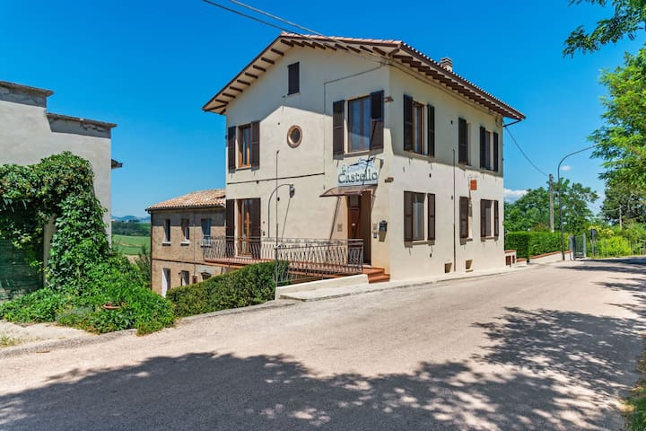 Beautiful Villa in Piticchio with Swimming Pool